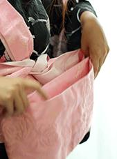 帯の定義に悩む女性