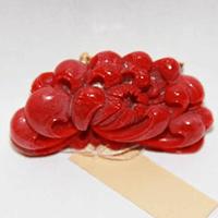 【和装小物】血赤珊瑚帯留め